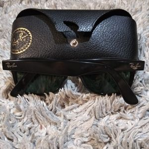 Ray-Ban Accessories - Ray-Ban shades w/ case